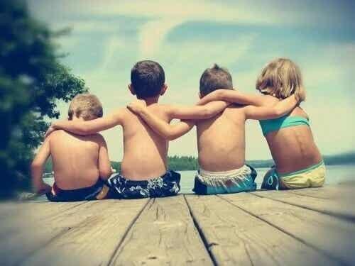 É possível ensinar uma criança a fazer amigos?