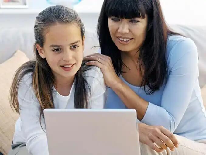Mãe e filha na era digital.