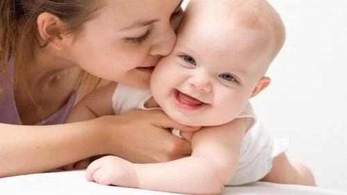 O melhor brinquedo do bebê: a voz da mamãe e do papai
