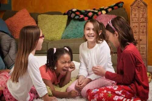 5 brincadeiras divertidas para uma festa do pijama