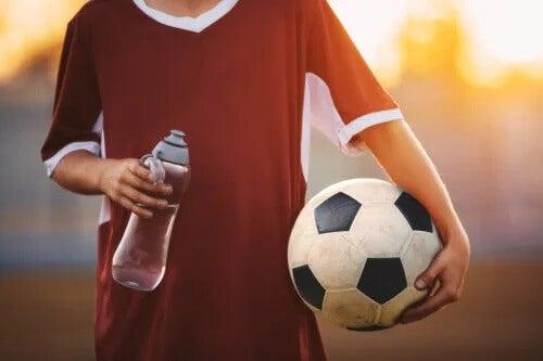 Hidratação e esportes em crianças: o que você deve saber