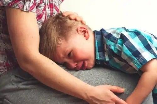 Como falar com seu filho quando ele está separado de seu melhor amigo.