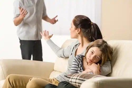 Erros ao punir as crianças: contradizer a autoridade.