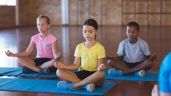 Mais meditação nas escolas