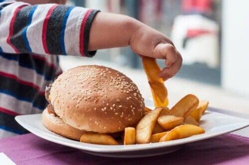 Quais são os piores alimentos para os bebês?
