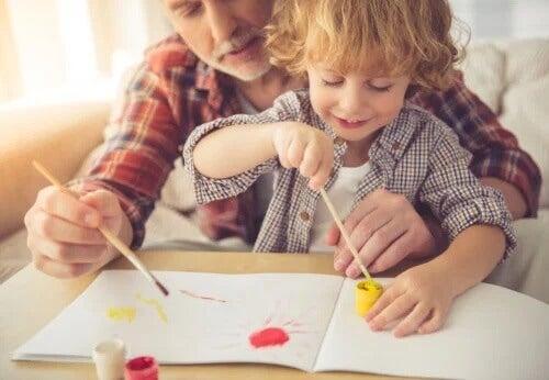 5 atividades criativas com aquarela e tinta para crianças