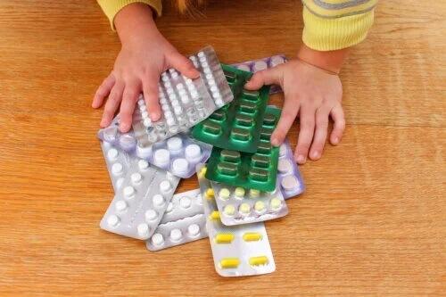 Como agir no caso de um envenenamento em crianças?