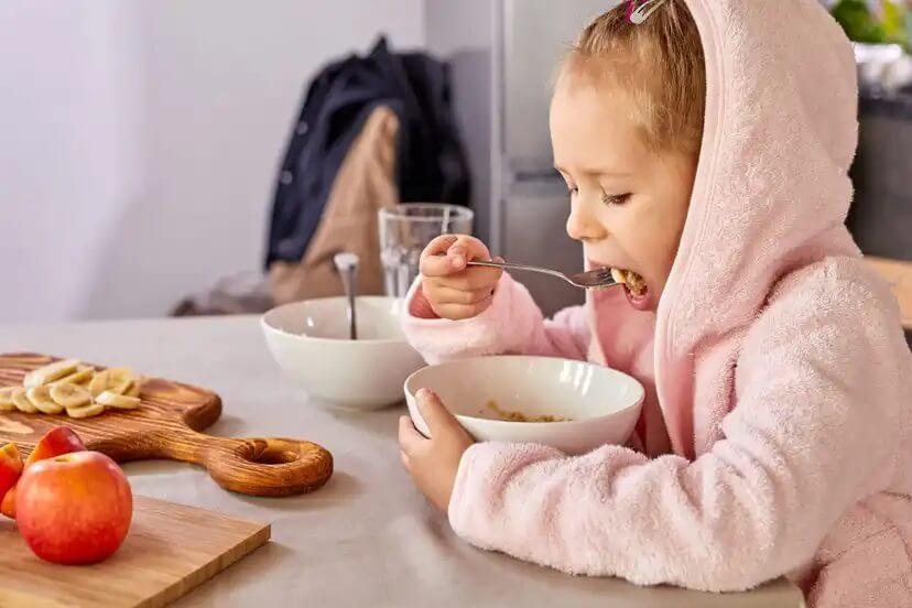 A importância da aveia para bebês e crianças.
