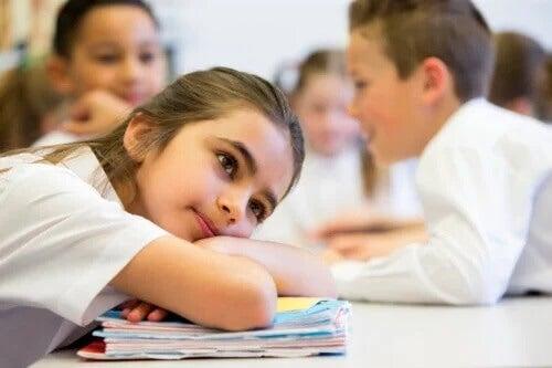 O que as olheiras das crianças dizem sobre sua saúde
